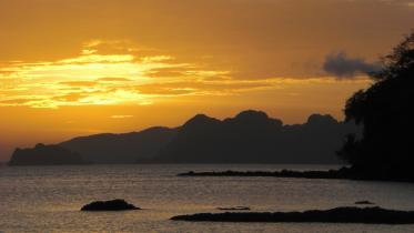 Abendstimmung am Corong Corong Beach suedlich von El Nido.